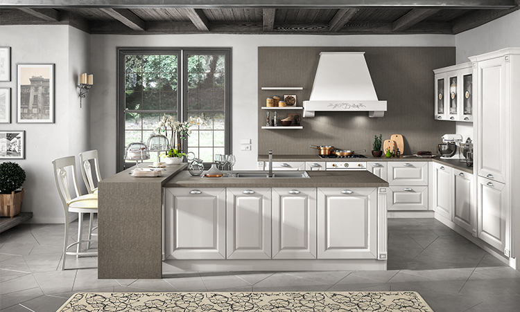 Cuisine classique de marque Home cucine en massif laquée et plan de travail en Lapitec