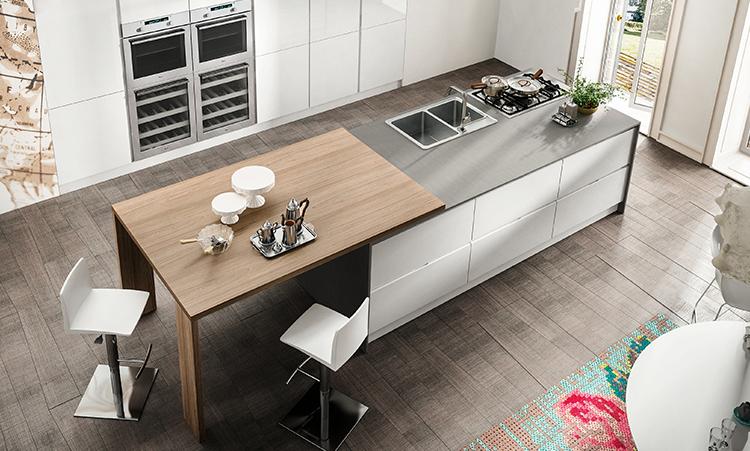 Cuisine contemporaine de marque Home cucine laquée brillant et plan de travail en Silestone